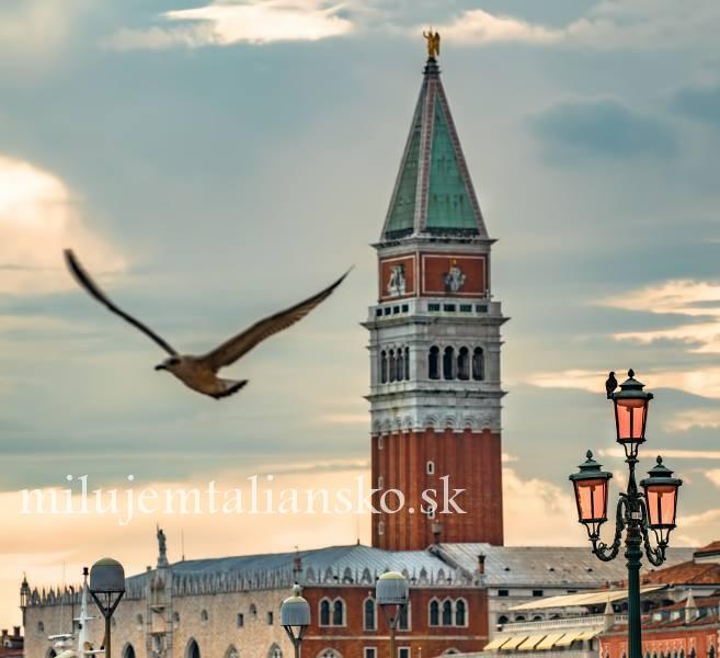 Zvonica v Benatkach