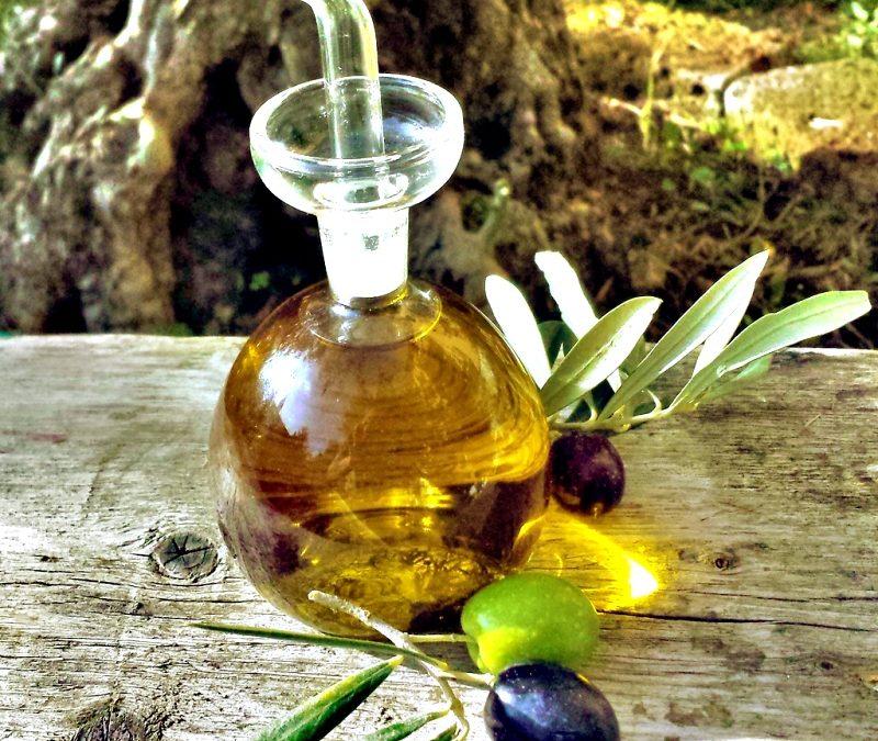 Čerstvý olivový olej